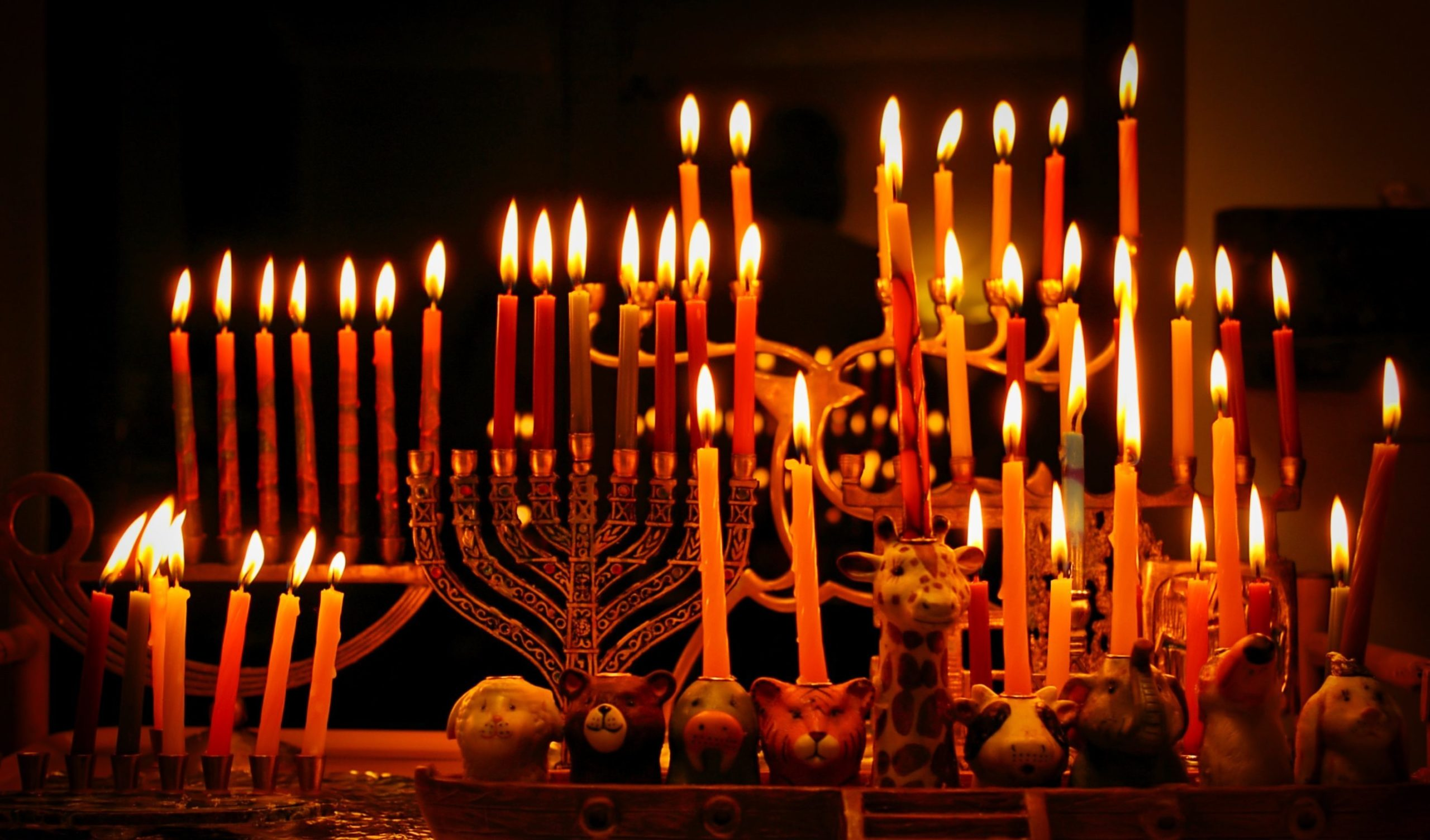 Celebrate Chanukah with your Riverdale Temple family and share in the Festival of Lights!